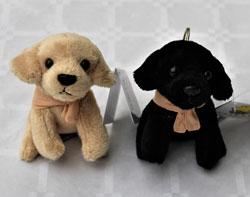 Portes clés en peluche: chien beige ou noir